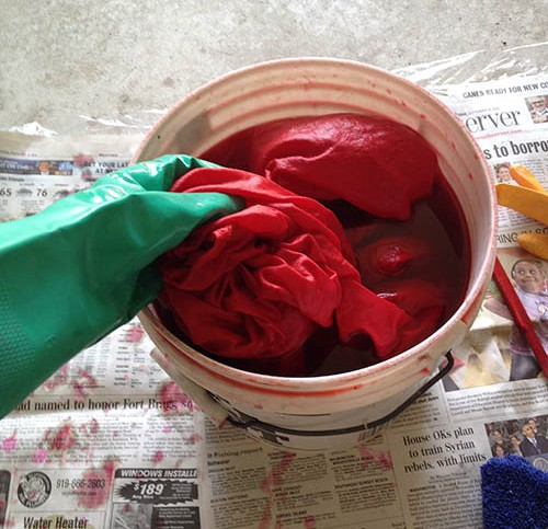 Dyeing fabric red